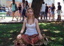 Contra estresse do Enem, escolas adotam meditação